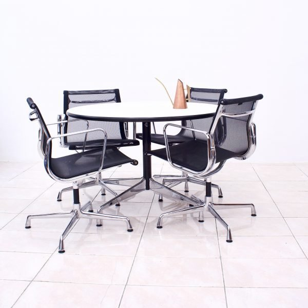 Eames EA 108 Bürosessel w. table 2